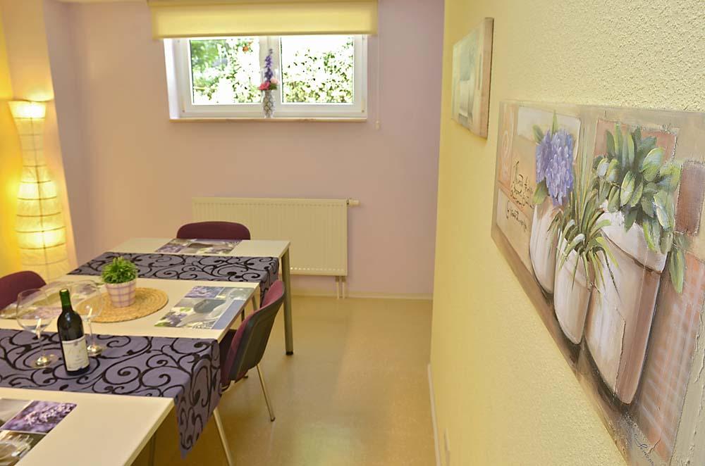 Küche und Esszimmer. Ferienwohnung Esther, Neustadt/Weinstraße - Geinsheim